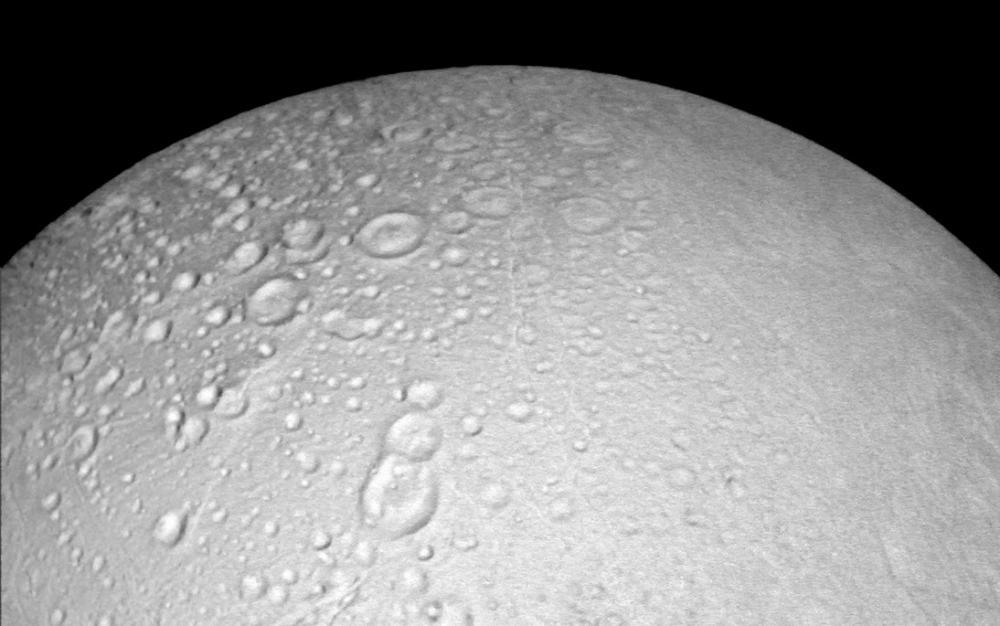 Zdjęcia bieguna północnego Enceladusa już są2.jpg