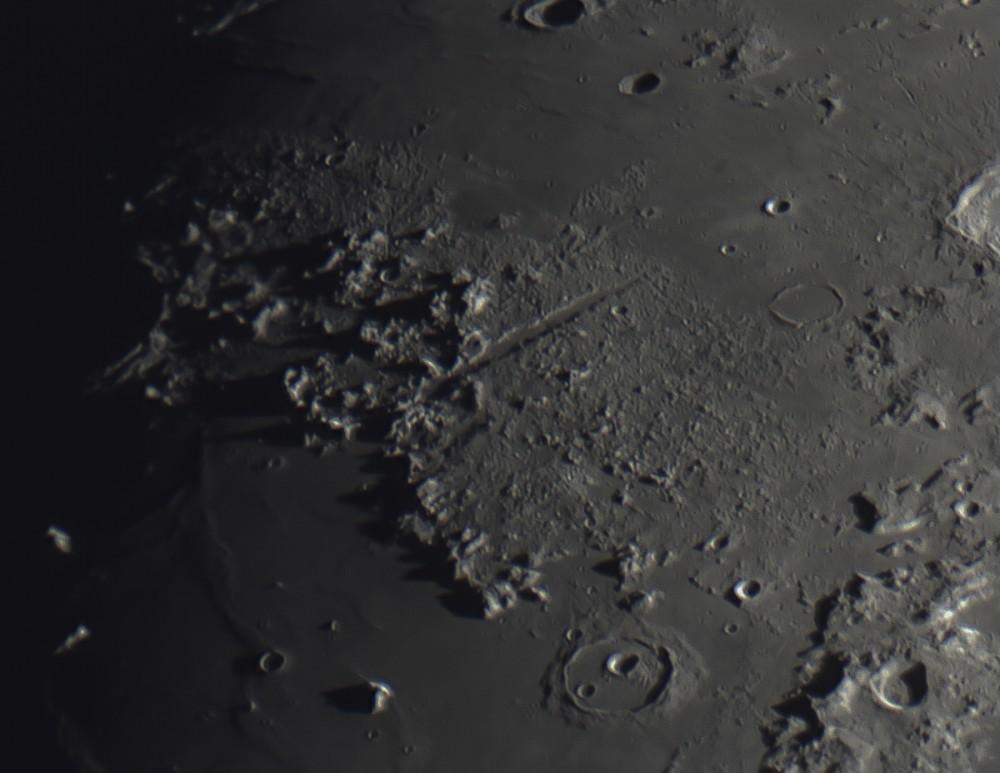 Moon_Barlow2x_10397frames_10%stacked-2.JPG