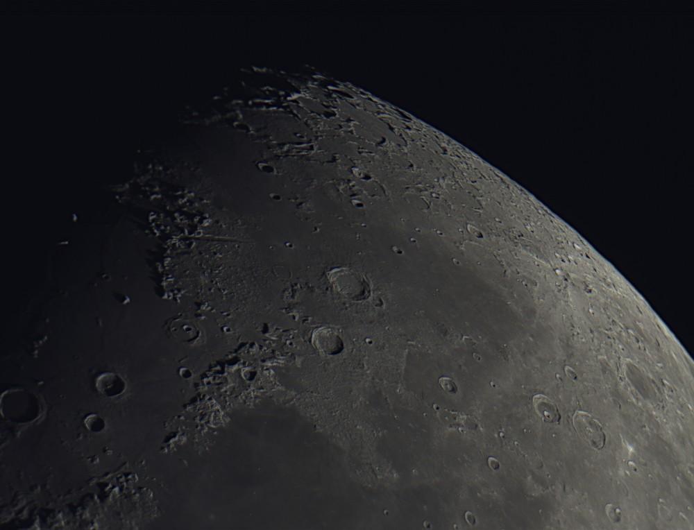 Moon_North_3269frames_75%stacked.JPG