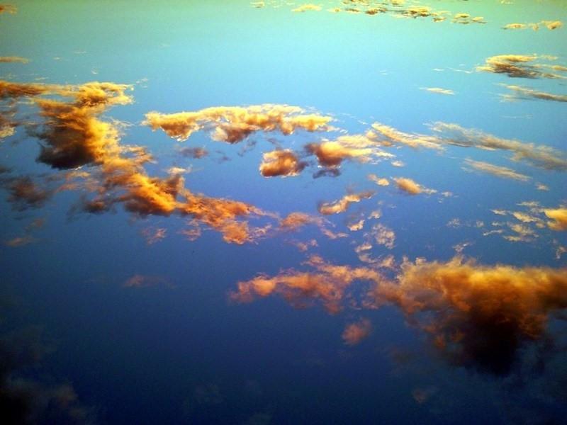 Cumulus fractus przed zachodem Słońca.jpg