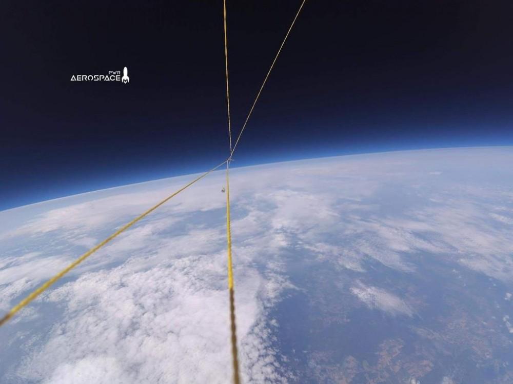 Wrocławscy studenci wysłali przenośne laboratorium w lot balonem2.jpg