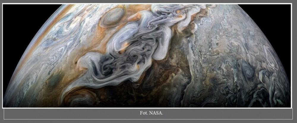 Mroczny i burzliwy Jowisz na najnowszej fotografii wykonanej przez sondę Juno3.jpg