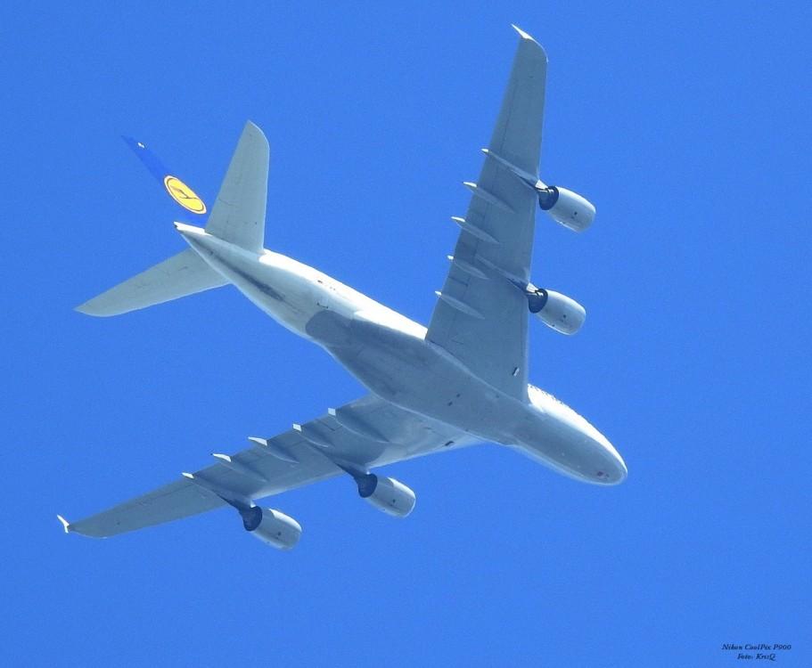 Airbus A380-841.jpg