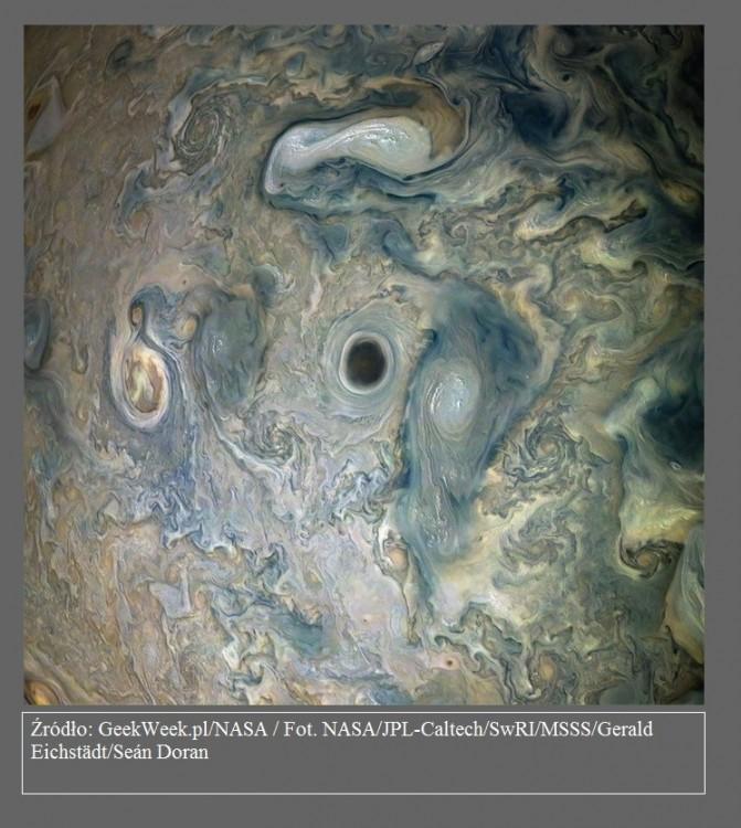 Sonda Juno wykonała obraz tajemniczego czarnego wiru w atmosferze Jowisza2.jpg