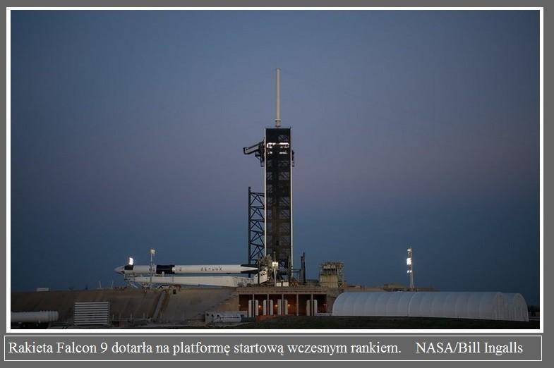 Falcon 9 już na platformie startowej przed misją Demo-2.3.jpg