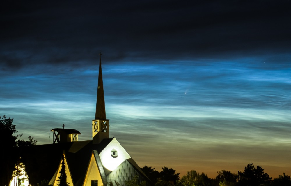 kościół NLCS NEOWISE.jpg