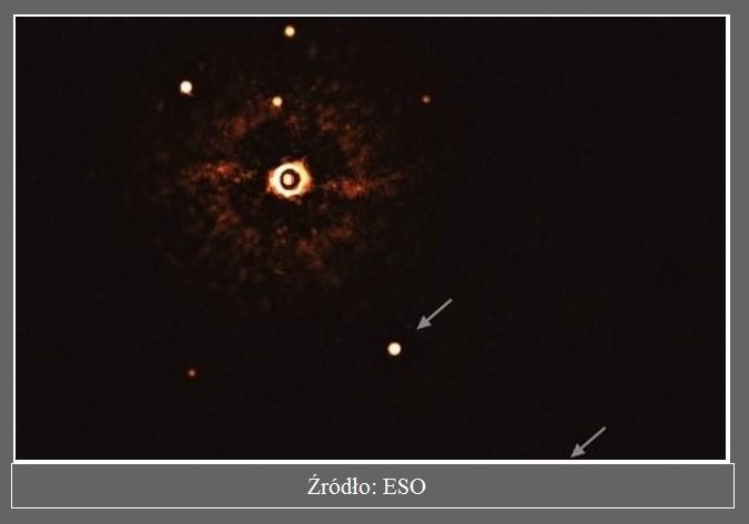 Astronomowie wykonali pierwsze w historii zdjęcie planet orbitujących wokół gwiazdy podobnej do Słońca2.jpg