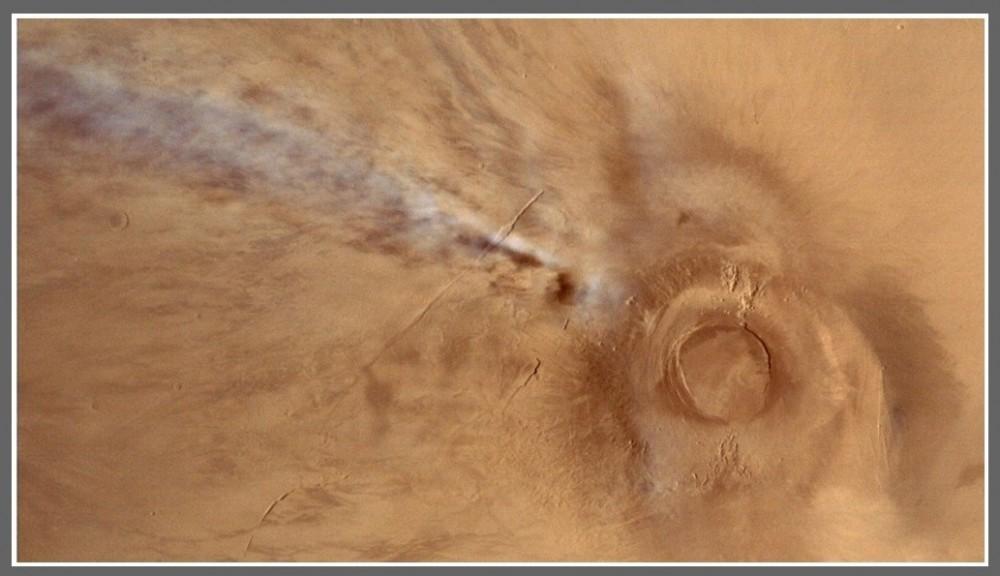 Na Marsie wybuchł wulkan Na nowych zdjęciach planety pojawiło się coś dziwnego4.jpg