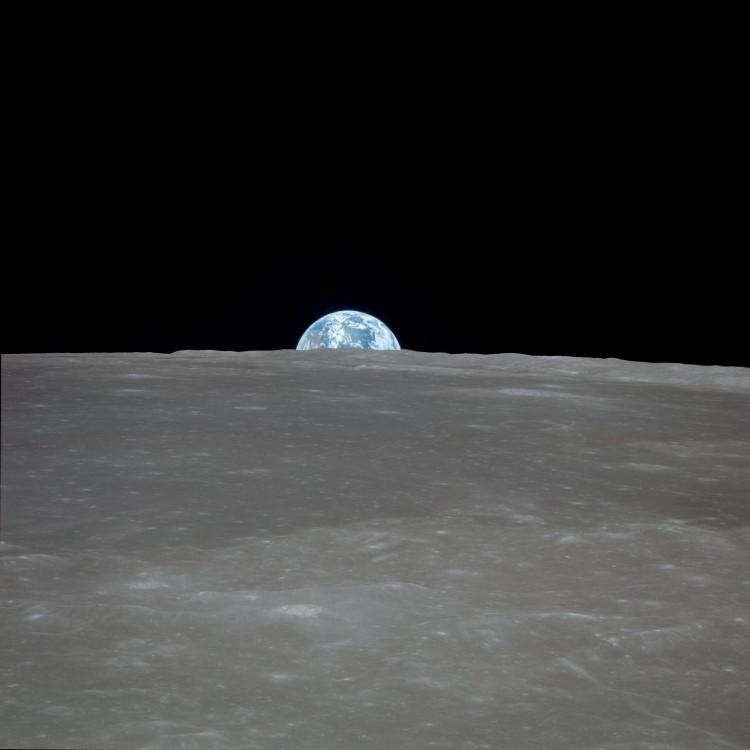1901989848_Apollo_11_Mission_Image_-_View_of_moon_limb_with_Earth_on_the_horizon_Mare_Smythii_Region_(5052744654).thumb.jpg.c040cc48b2cf37097a0397b42af8c41c.jpg