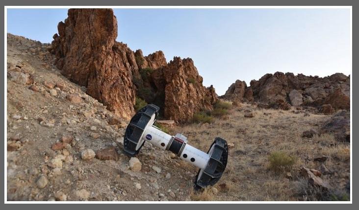 Gdzie zwykły łazik nie może, tam DuAxela poślemy. Jemu niestraszne strome zbocza marsjańskich kraterów2.jpg