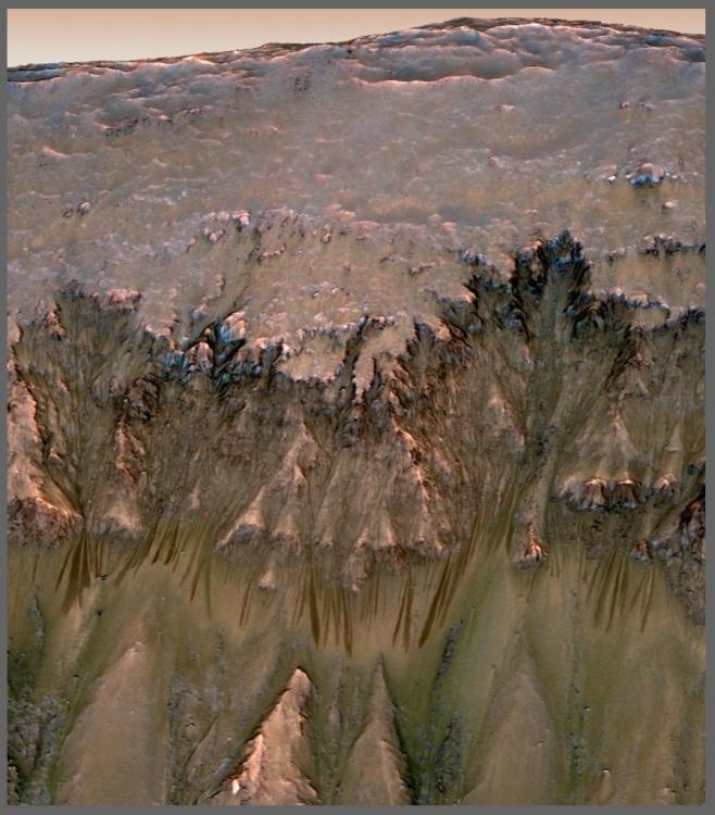 Gdzie zwykły łazik nie może, tam DuAxela poślemy. Jemu niestraszne strome zbocza marsjańskich kraterów3.jpg