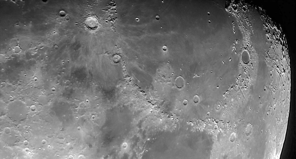Moon_230321_221647_acds.jpg