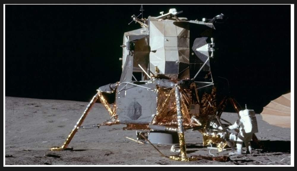 Lądownik Orzeł z misji Apollo 11 do dziś może orbitować wokół Księżyca2.jpg